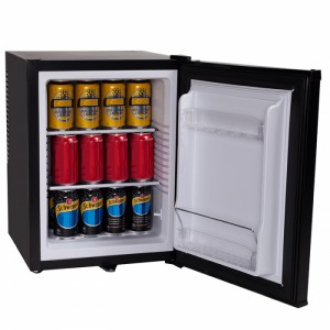 21077_Nero Black 40L Thermoelectric Fridge